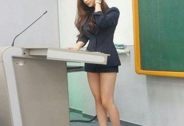 韓國F奶正妹Hyunseo Park 超短裙上台演講一雙超美長腿看得台下觀眾目不轉睛