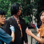 《逃出立法院》研發「乾爽血漿」 雨衣保護攝影機