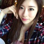 電眼正妹劉璇餐廳用餐 跟姐妹淘自拍還小露乳溝畫面超養眼!